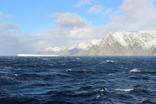 A North Atlantic view from a research vessel used to help 研究 the ocean-air boundary.